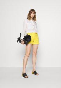 J.CREW - Shorts - vivid lemon - 1