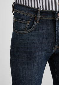 Baldessarini - 5-POCKET JACK - Straight leg jeans - dark blue - 5