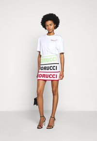 Fiorucci - EMBROIDERED LOGO TEE - T-shirt con stampa - white - 1