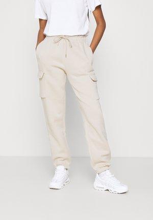 CARGO PANT LOOSE - Teplákové kalhoty - oatmeal