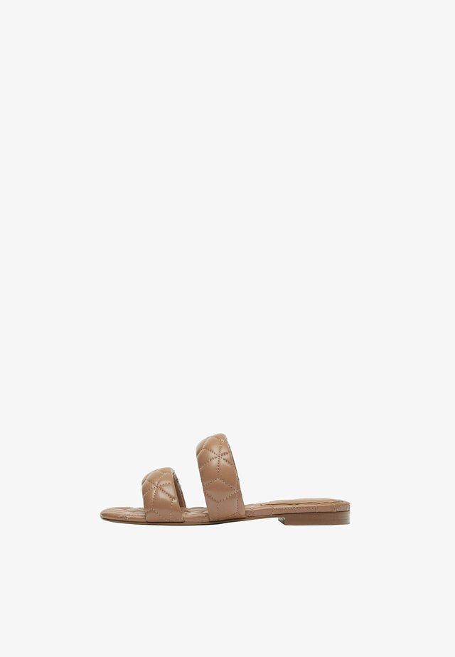 Pantofle - light brown