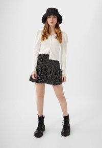 Stradivarius - SKORT - Gonna a campana - white - 1