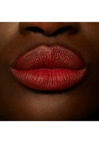 MAC - POWDER KISS LIQUID LIPCOLOR - Liquid lipstick - marakesh-mere - 1