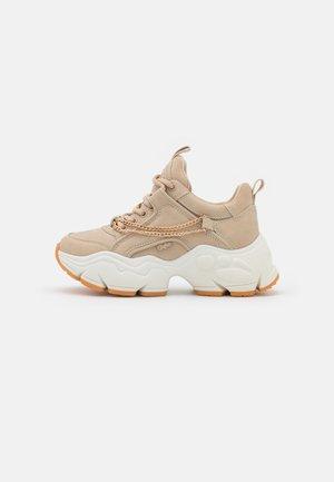 VEGAN BINARY CHAIN - Sneakers basse - beige/gold