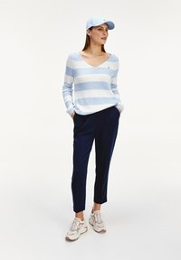 Tommy Hilfiger - TH ESS  - Trousers - desert sky - 1