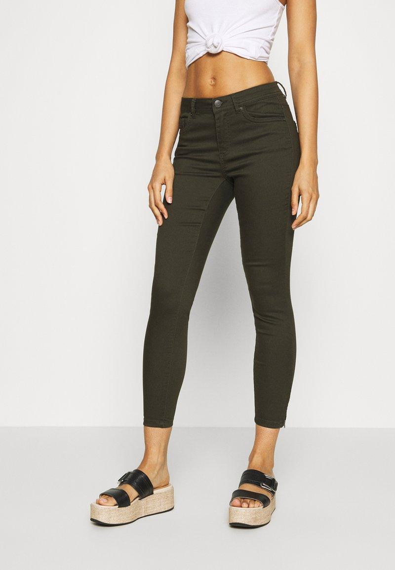 Vero Moda - VMTANYA PIPING ZIP - Jeans Skinny Fit - peat