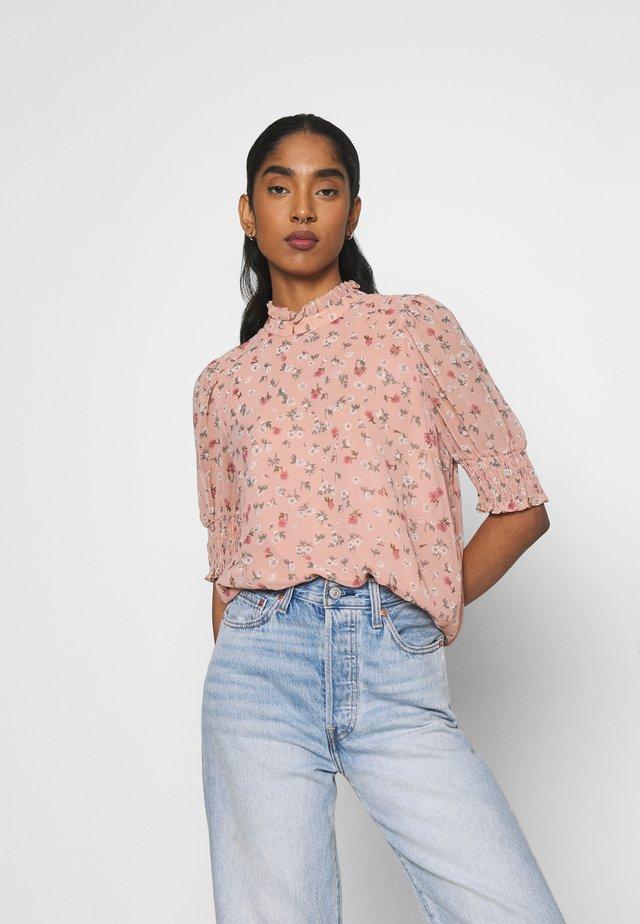VMYARA - T-shirts med print - misty rose/yara