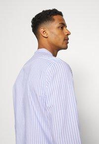 Scotch & Soda - LIGHTWEIGHT STRIPED SHIRT - Shirt - purple/white - 4