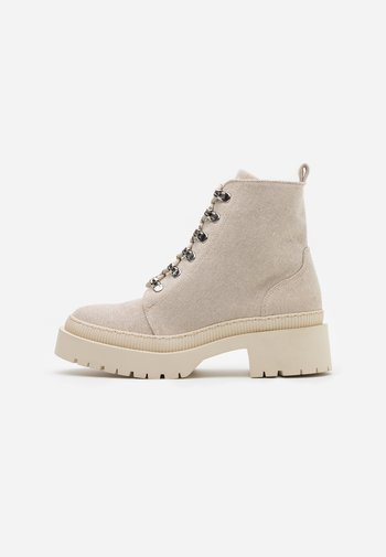 Platform ankle boots - off white