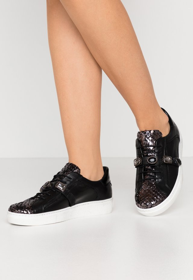 MARY - Sneakers basse - argento\nero