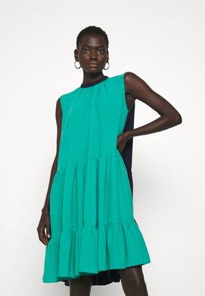 ATHISA DRESS - Denní šaty - parakett/midnight