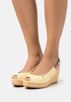 ELBA - Sandales à plateforme - delicate yellow