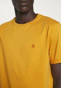 Les Deux - NØRREGAARD - T-shirt basique - yellow - 5