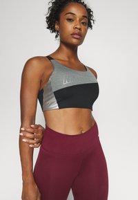 Nike Performance - LOGO BRA PAD - Sport BH - black/smoke grey/metallic silver - 4