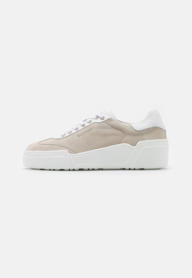 PARIS  - Sneakers laag - white/beige