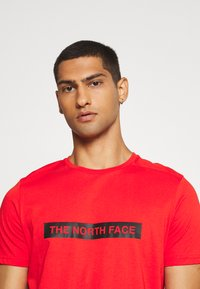 The North Face - LIGHT TEE - T-shirt med print - fiery red - 3
