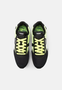 Puma - FUTURE RIDER NEON PLAY UNISEX - Trainers - black/fizzy yellow - 3