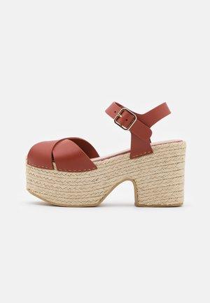 AMELIE - Platform sandals - cerise