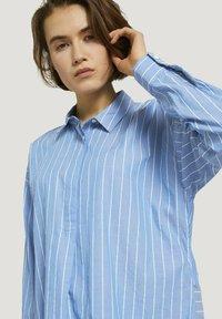 TOM TAILOR DENIM - Button-down blouse - mid blue small white stripe - 3