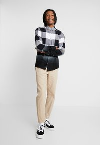 Only & Sons - ONSFREDDY LS DIP DYE CHECKED  - Košile - black - 1