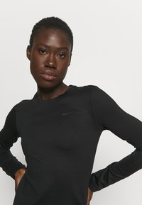 Nike Performance - THERMA WARM CREW - Sweatshirt - black - 4