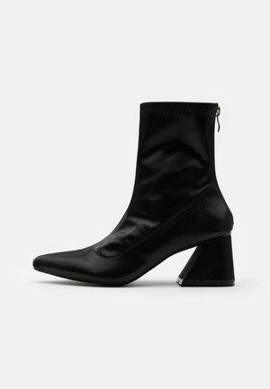 GUTSY - Kotníkové boty - black