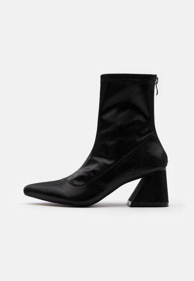 GUTSY - Støvletter - black
