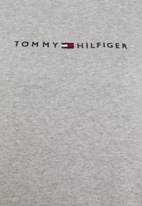 Tommy Hilfiger - ESSENTIAL - Svetr - light grey heather - 6