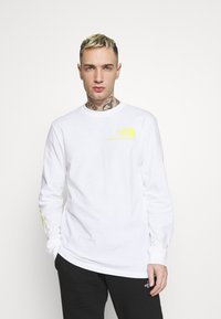 The North Face - BASE FALL GRAPHIC TEE - Long sleeved top - white - 2