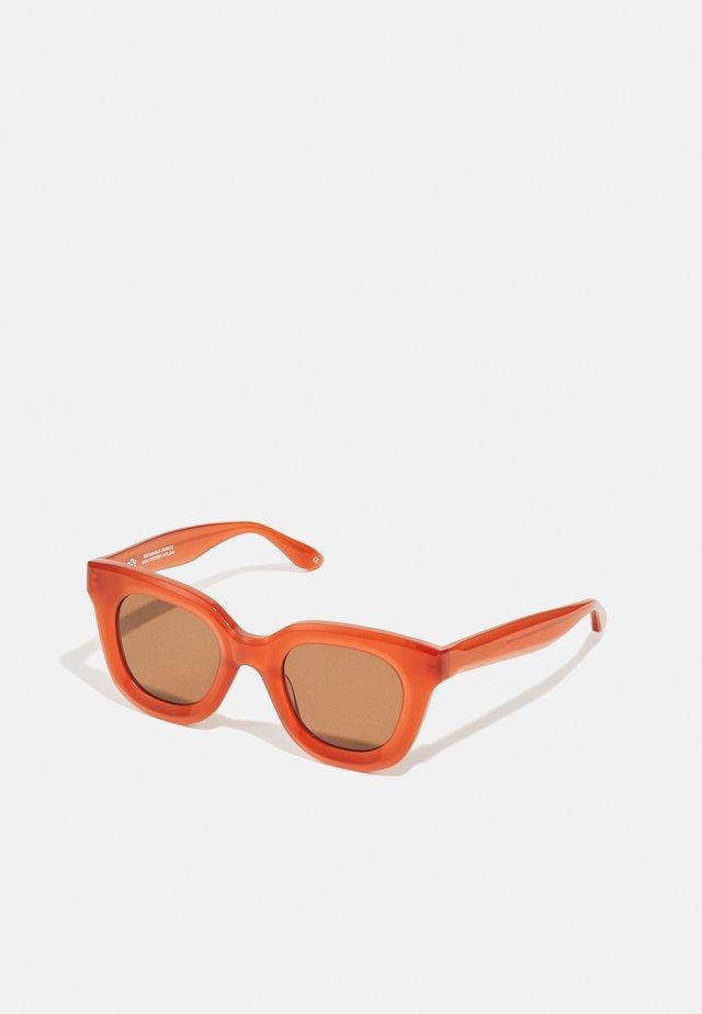 IDS - Sluneční brýle - field berry/wood