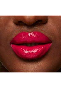 MAC - LOVE ME LIQUID LIPCOLOUR - Liquid lipstick - hey, good looking! - 4