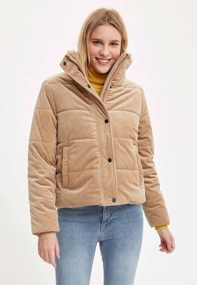 Krótki płaszcz - ecru