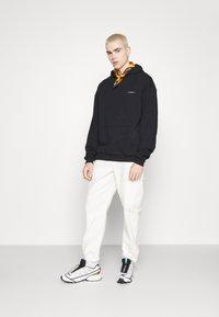 9N1M SENSE - SIDE PEACOCK HOODIE UNISEX - Sweatshirt - black - 4