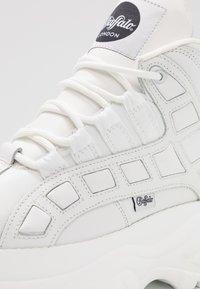 Buffalo London - Sneaker high - blanco - 2