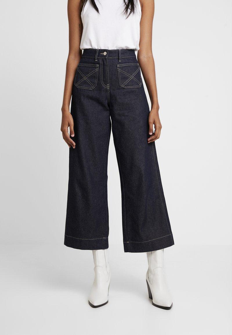 NORR - LUCAS WIDE LEG - Flared jeans - dark blue