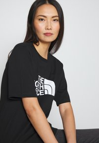 The North Face - EASY TEE - T-shirts med print - black - 3