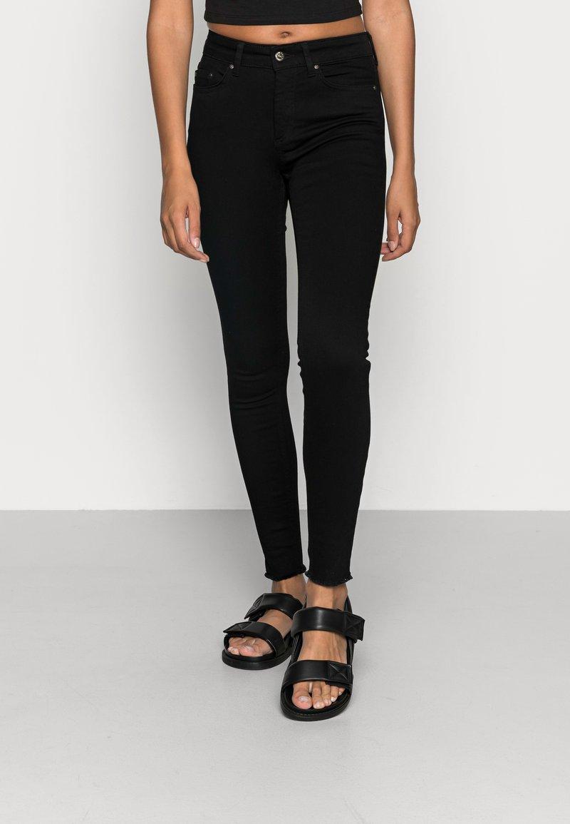ONLY - ONLBLUSH MID RAW - Jeans Skinny Fit - black denim