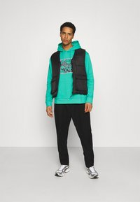 Urban Threads - FRONT & BACK GRAPHIC HOODY UNISEX - Hoodie - green - 1