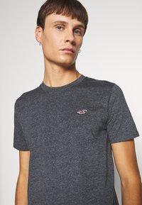 Hollister Co. - CREW - Print T-shirt - black - 4