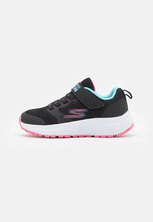 GO RUN CONSISTENT VIBRANT DASH UNISEX - Obuwie do biegania treningowe - black/aqua