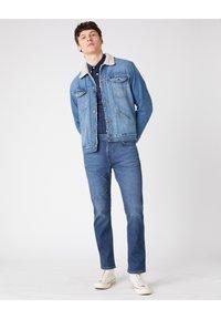 Wrangler - GREENSBORO - Straight leg jeans - blue - 1