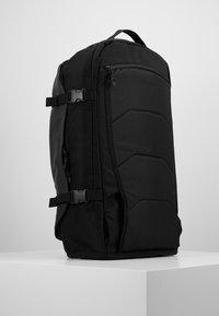 Dakine - RANGER TRAVEL PACK 45L UNISEX - Backpack - black - 2