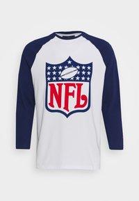 Fanatics - NFL TRUE CLASSICS SHIELD  - Triko spotiskem - white - 3