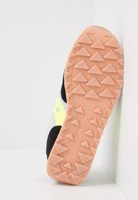 Saucony - JAZZ ORIGINAL OUTDOOR - Sneaker low - black/slime - 4