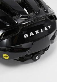 Oakley - ARO 5 - Helma - polished black - 6