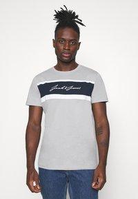 Jack & Jones - JORADAM TEE CREW NECK 3 PACK - T-shirt z nadrukiem - tap shoe - 1