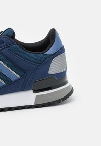 adidas Originals - ZX 700 UNISEX - Sneakers - crew navy/crew blue/dark blue - 5
