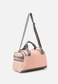 Puma - CHALLENGER DUFFEL BAG XS UNISEX - Sportovní taška - apricot blush - 1