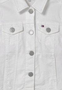 Tommy Hilfiger - REGULAR TRUCKER - Denim jacket - bright white - 2