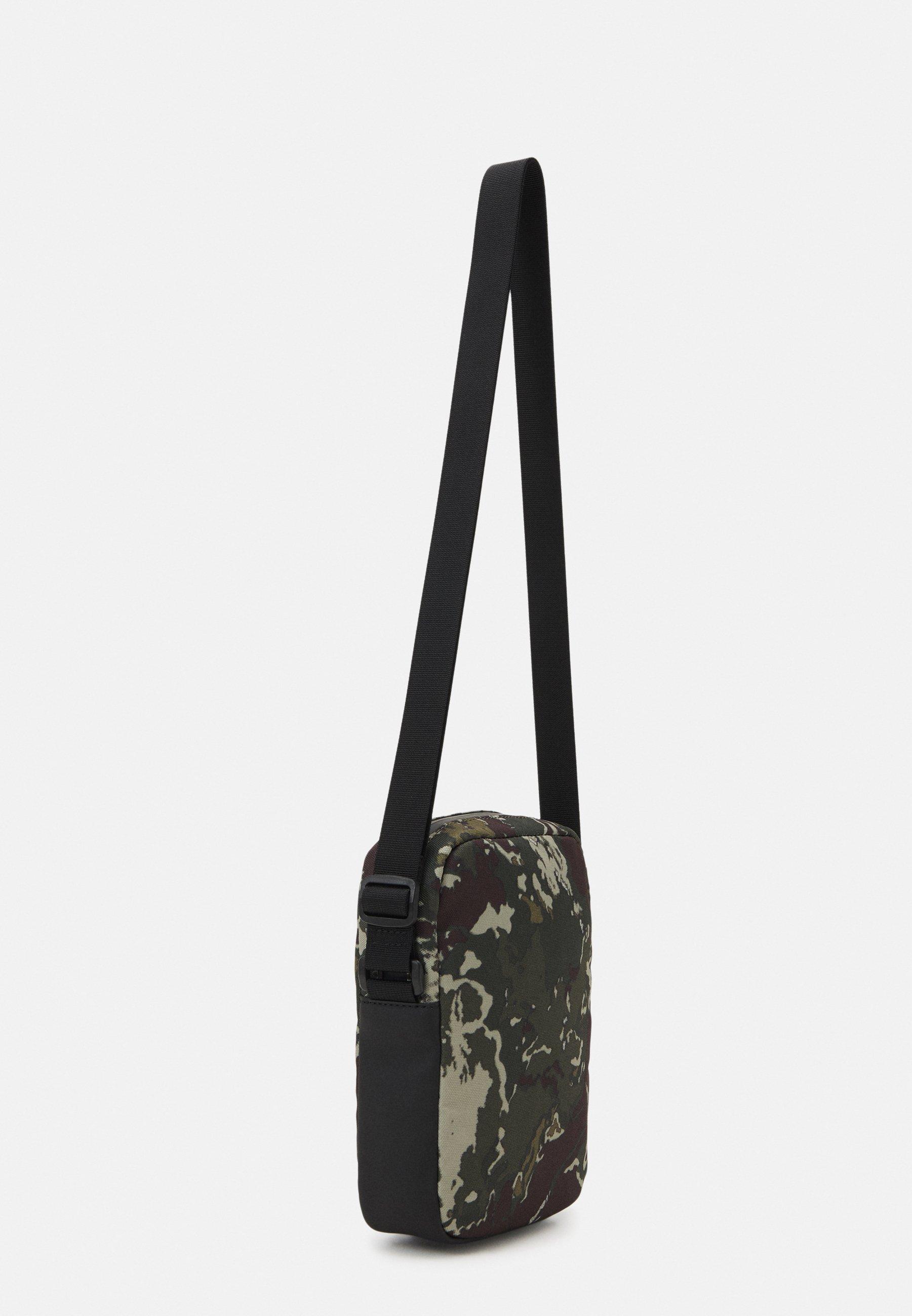 Women URBAN ESSENTIALS REPORTER CAMO UNISEX - Across body bag